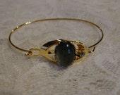 VINTAGE MOOD STONE 1970 bracelet wire size 6/7 art nouveau antique style Gold tone