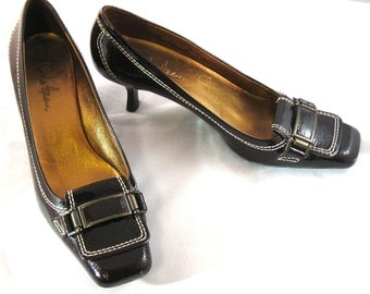 Vintage Classy Cole Haan Chocolate Brown Patent Leather Buckle Square Toe Kitten Heel Size 7 1/2 AA Narrow