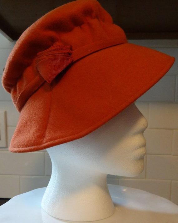 Vintage 1930s Ladies Fedora in Eye Catching Burnt Orange