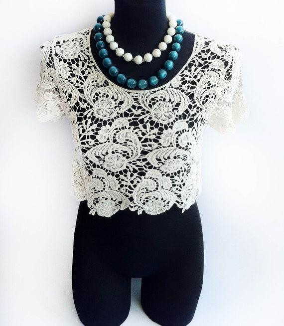 Gorgeous Vintage Women Boho Crochet Bolero Vest Off - White fashion Top - Handmade.