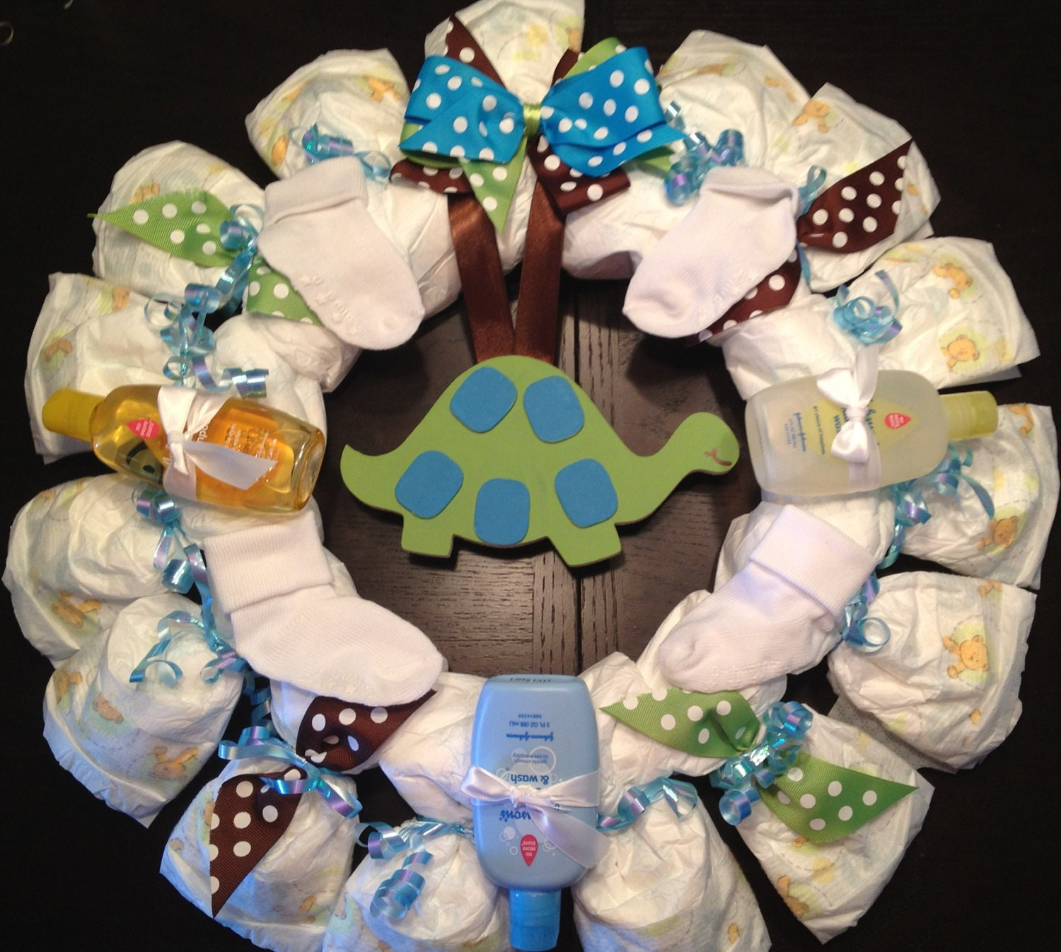 Personalized diaper wreath baby shower gift by for Baby shower diaper decoration