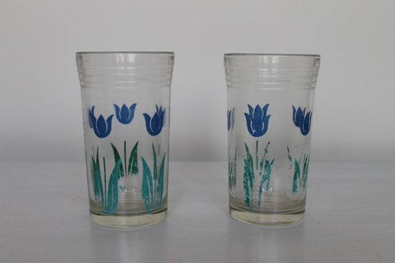 Lot of two vintage 1930s Depression-era jelly jar juice glasses with cute blue flowers
