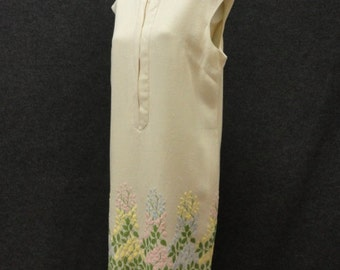 60s Dress // Vintage 1960s Cream Linen Sleeveless Shift Dress with Embroidered Hem by Margot Barry Size L