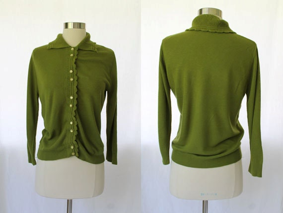 50s/60s Vintage Olive Green Sweater Girl Sweater Cardigan w/ Scalloped Edges M/L