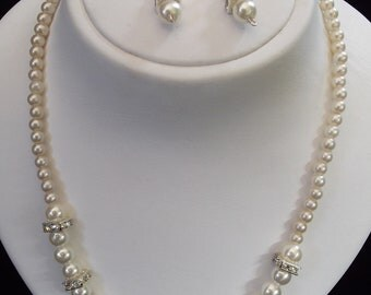 Pearl Necklace with Swarovski Crystalls and Earrings