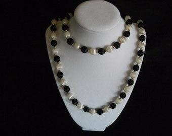 vintage black and white spun bead necklace ....53