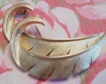 Vintage Trifari Curled Leaf Brooch Pin