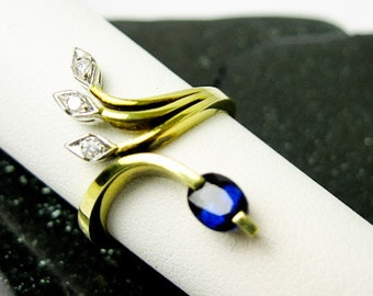 1960s Ring Genuine Blue Sapphire & Genuine Diamonds Set in Platinum and 14k Gold , Mid Century Italy.