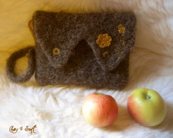 Felted clutch, very mi-mi-mi!