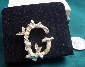"""Sarah Coventry Decorative """"G"""" Pin from the 1970s"""
