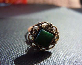 Green Victorian Button RIng