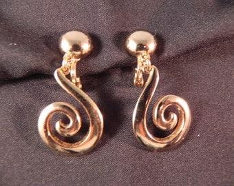 VintageClip Earrings Monet Gold Tone Dangle
