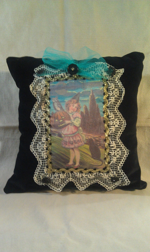 Decorative Pillows Vintage : Vintage Halloween Decorative Pillow 12x12