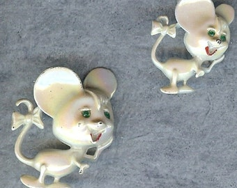 Cute pair of white mice - brooches