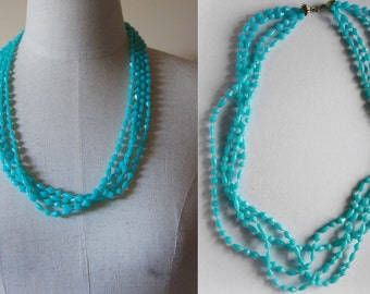 turquoise necklace // vintage plastic beaded necklace