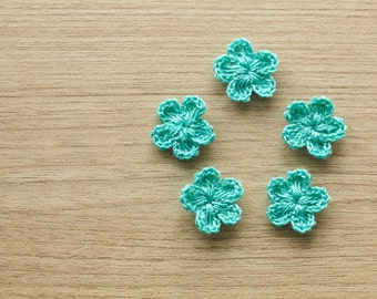 5 pcs of teal crocheted flowers, 15mm