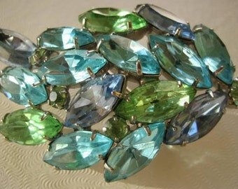 Light blues & green leaf