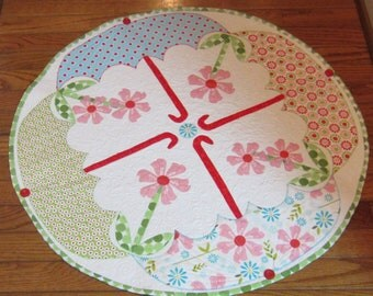 Popular items for round table topper on etsy for Round table runner quilt pattern