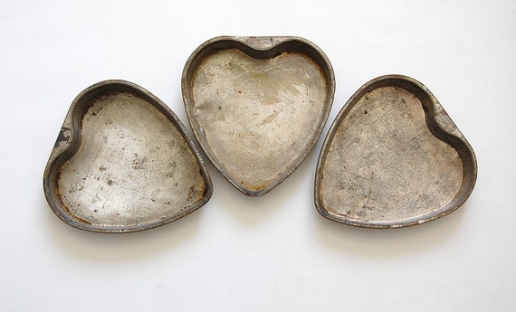 Rustic Metal Cake Pans / Heart Shape / Weathered Patina / Set of 3 Novelty Tins