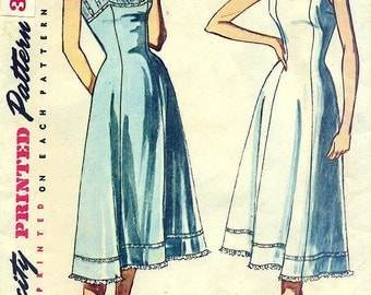 Simplicity 3352 Full Slip with Princess Lines  copyright 1950