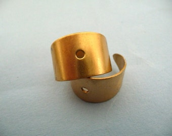 4 Brass Rings with Rivet Hole (4)