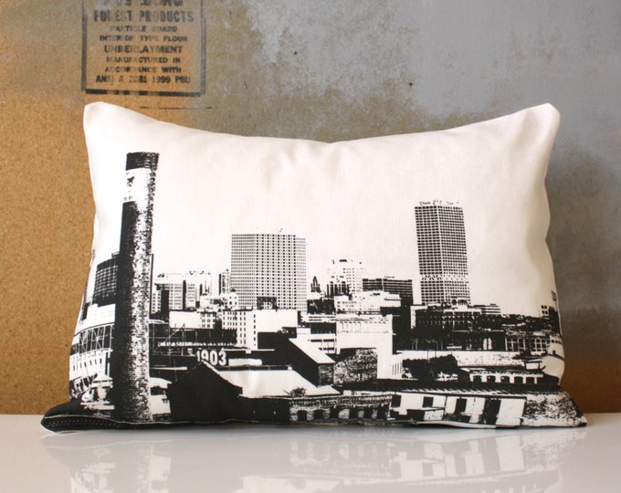 SALE - Milwaukee Skyline Pillow - Urban Throw Style no18 - City Skyline