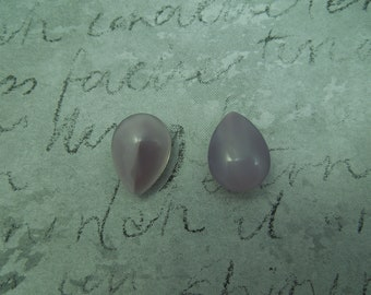 18x13mm Soft Lavender Domed Pear Shaped Point Back Moon Glow Stone