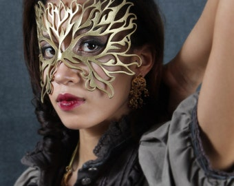 Flame leather mask in gold