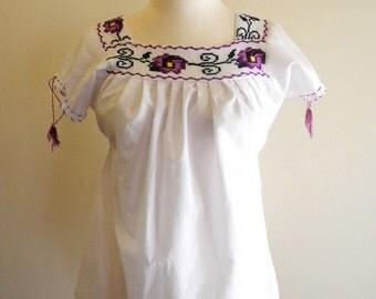 Pretty purple embroidered FLOWER boho blouse sz. Small / Medium