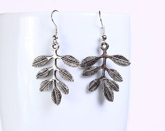 Antique silver tone leaf drop dangle earrings (558) - Flat rate shipping
