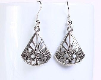 Antique silver tone fan drop dangle earrings (562) - Flat rate shipping