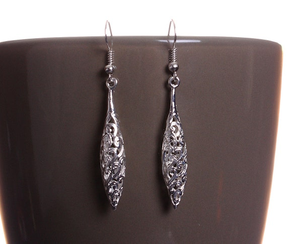 Silver tone hollow drop oval filigree dangle earrings (586) - Flat rate shipping