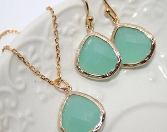 Mint Drop Jewelry Set in Gold, Bridesmaids favors, Mint Opal Gold bezel set Pear shape Necklace and Earrings -Bridal Wedding Jewelry