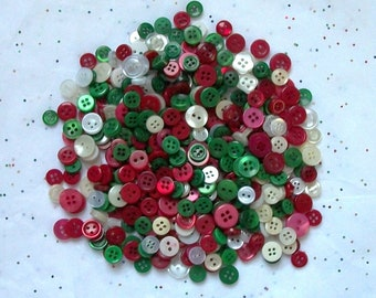 100  SMALL  Christmas Button Mix , Assorted  sizes, Green  Red White, Crafting Jewelry Collect (b1406  )