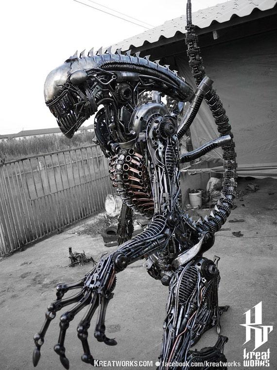 Biomechanische recycelt Metal Monster auf Bestellung