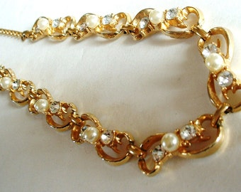 Vintage Golden BOW with Rhinestones Faux Pearls Necklace 1940 Classic