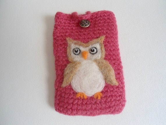 Iphone smartphone case wool  felted with needle felt owl