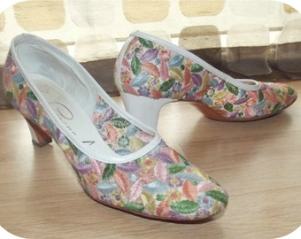 Vintage 60s Shoes   1960s High Heels   Rainbow Embroidered Brocade   Pastel Floral Pumps   Size 6.5 Narrow