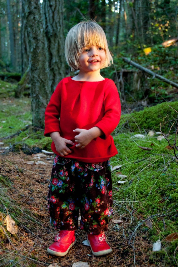 Girl's Sewing e-Pattern:  Bloomers or Capris and Flutter Top/Dress/Jumper (PDF, e-pattern INSTANT DOWNLOAD)