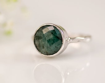 Raw Emerald Ring Silver, May Birthstone Ring, Stacking Ring, Natural Emerald Ring, Sterling Silver Ring, Round Ring, Gift for Her