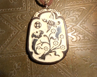 Jade Hummingbird Carved Amulet Pendant Necklace With Inset French Plaster Contrast