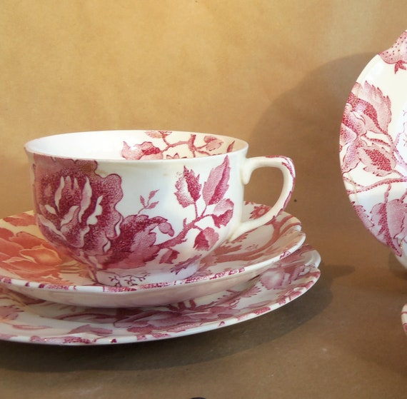 VINTAGE Johnson Brothers  ENGLISH CHIPPENDALE  Pattern In Red  - Six Pieces  -  Semi-porcelain  Tea Set  -  Mother's Day