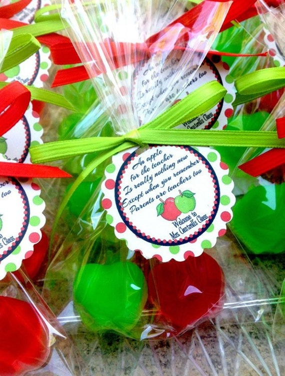 20 APPLE SOAPS {10 Favors} - Teacher Appreciation Gift, Class Soap Favor, End of the Year Party Gift, Kindergarten Graduation