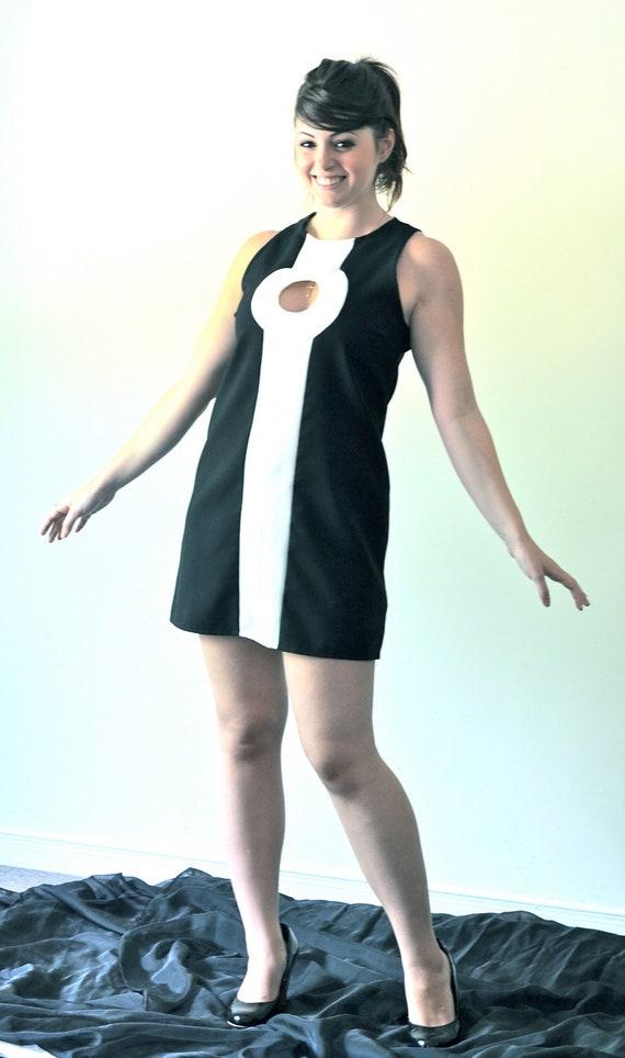 1960's Mod Twiggy Black and White Keyhole Scooter/GoGo dress