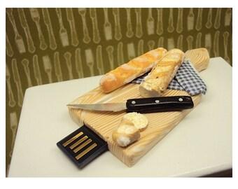 Miniature Bread Board with Baguette  4Gb USb drive