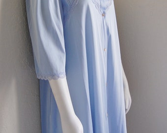 REDUCED Vintage Nylon Pale Blue Robe Housecoat House Coat Lorraine size Medium Pretty Feminine