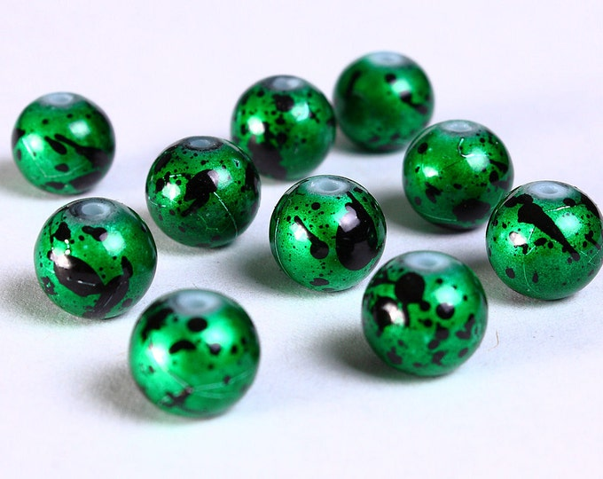 8mm Drawbench green black beads - 8mm round glass beads - 8mm spray painted beads (834) - Flat rate shipping