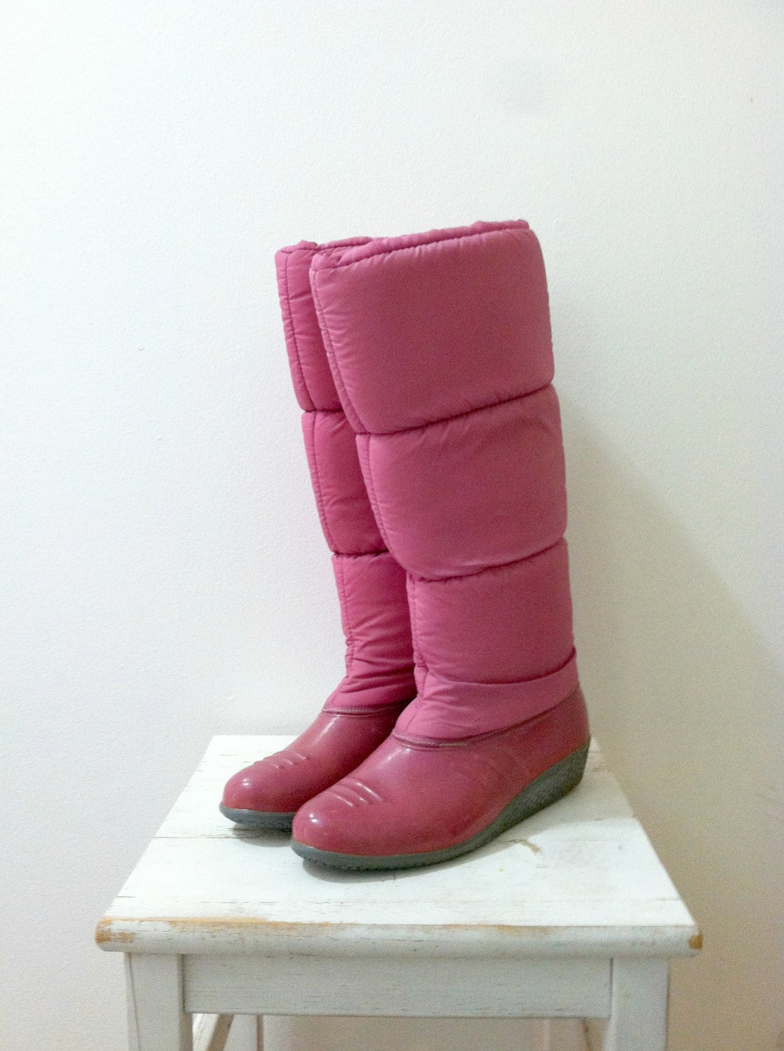 vintage pink puff moon boots 1980 s