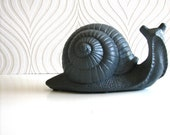 Giant Snail Statue: Snelly the Snail in charcoal grey