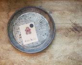Vintage Pie Plate - Mrs. Smith's Mello Rich Pie - Great Farmhouse Kitchen Decor - Magnetic Photo Holder